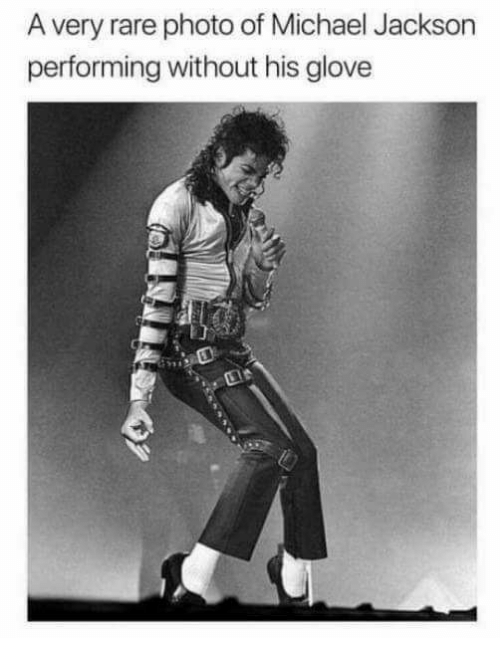 Michael Jackson, Michael, and Rare: A very rare photo of Michael Jackson  performing without his glove