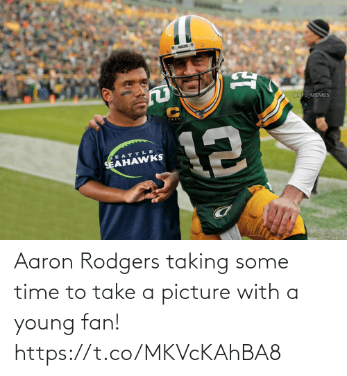 Take: Aaron Rodgers taking some time to take a picture with a young fan! https://t.co/MKVcKAhBA8