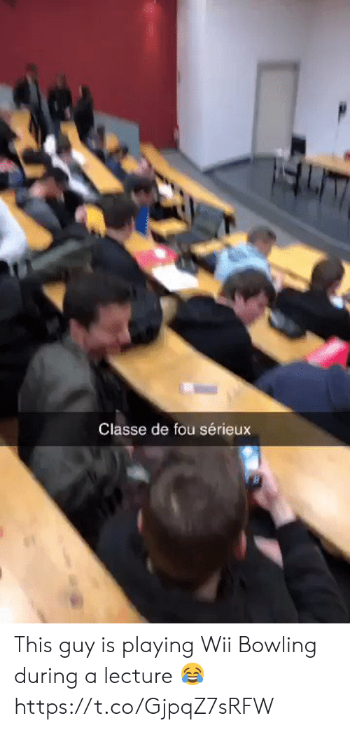 Lecture: Classe de fou sérieux This guy is playing Wii Bowling during a lecture 😂 https://t.co/GjpqZ7sRFW