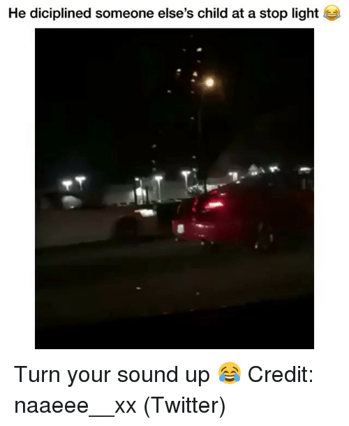 Memes, Twitter, and 🤖: He diciplined someone else's child at a stop light Turn your sound up 😂 Credit: naaeee__xx (Twitter)