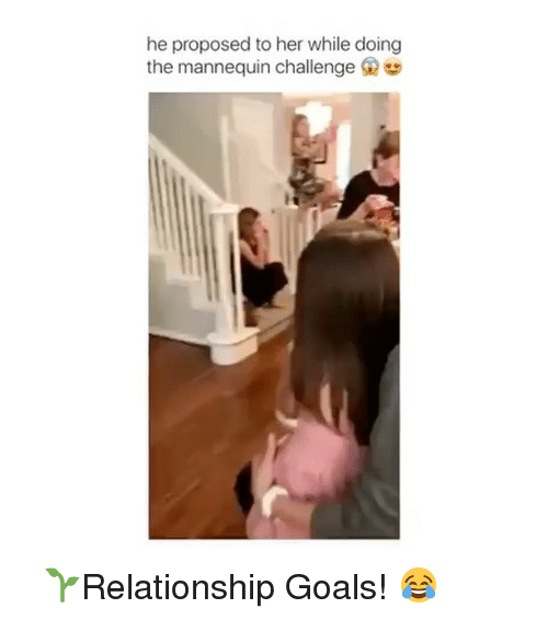 Mannequin Challenge: he proposed to her while doing  the mannequin challenge G ⠀ 🌱Relationship Goals! 😂