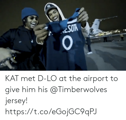 D: KAT met D-LO at the airport to give him his @Timberwolves jersey! https://t.co/eGojGC9qPJ