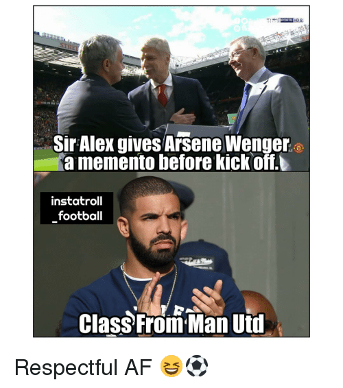 wenger: Sir Alex gives Arsene Wenger  a memento before kickoff.  instatroll  football  Class From Man Uti Respectful AF 😆⚽️