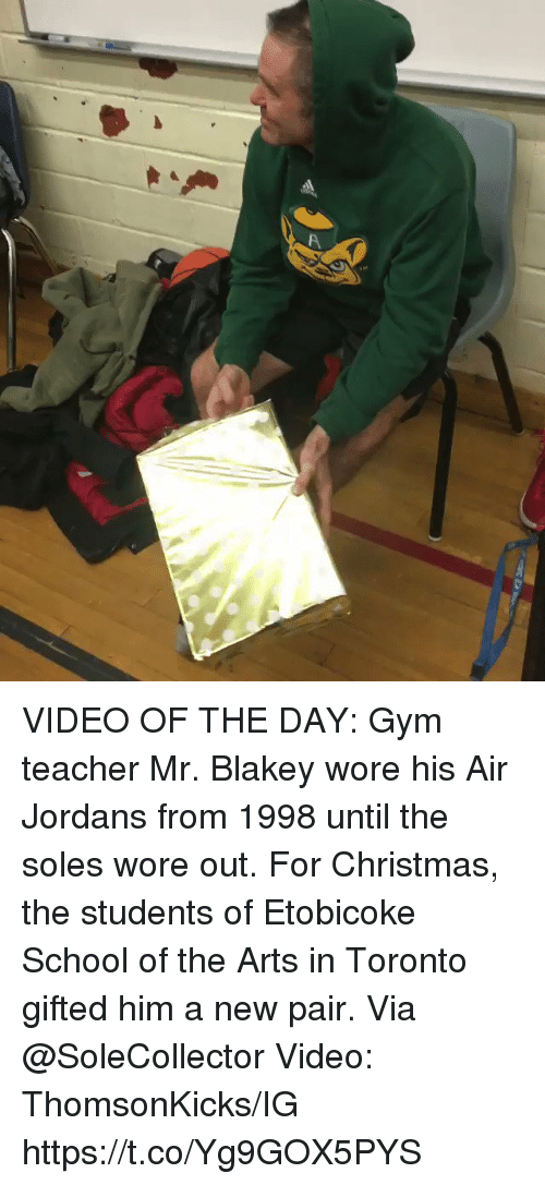 Jordans: VIDEO OF THE DAY:  Gym teacher Mr. Blakey wore his Air Jordans from 1998 until the soles wore out.   For Christmas, the students of Etobicoke School of the Arts in Toronto gifted him a new pair.   Via @SoleCollector Video: ThomsonKicks/IG   https://t.co/Yg9GOX5PYS
