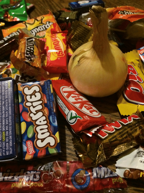 Candy, Chocolate, and Sugar: ynard  क  eRonf  KitKat  LUWL  cookie caramel  Discuit caramel: chocon  DA BARRE FRI  EATE ARTRA  ON, THNGHEDIERT  CGAR MILK A  IGREDIE  esE SO  AIT ISUCRE  RRY  CERISE  WAFER  GAUF  harbursi  NATURAL FLAVOURS  RS NATURELLES  nal  arachic  CYDFR  Peanke  CANDY COATED MILK CHOCOLATE  CHOCOLAT AU LAIT ENROBE D'UNE COQUILLE DE SUCRE  DISE  EDIENTS WIEK CHOCOLATE ISUGAR, MILK INGREDIENTS,COCOA BUTTER, COCOA MASS,WHEY POWDER, LACTOSE  Nestle  PASS BOUSSOLENUTRITIONNELLE  EmIN POLYGLYCEROL POLYRICINOLEATE, NATURAL FLAVOUR), SUGAR,WHEAT FLOUR, MODIFIED CORN  STARCH, CARNAUBA WAX,COLOUR SMALL CANDIES MAY POSE A CHOKING HAZARD. INGREDIENTS:CHOCOLAT AU LAIT  OUS  266  SUOPS  PATE DE CACAD DOUDRE DE LACTOSERUM LACTOSE LECITHINE